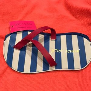 NWT Betsy Johnson Sunglass case